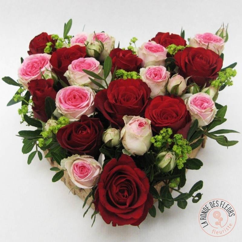 cœur de roses rouges et roses