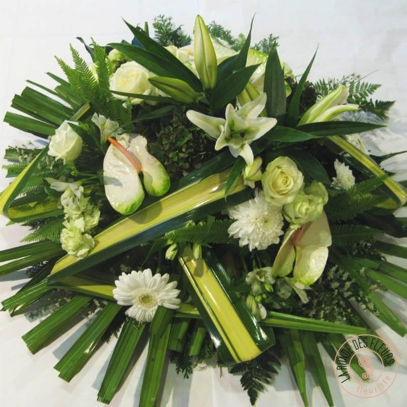 coussin moderne de fleurs blanches et vertes