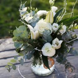 flocon, bouquet rond de fleurs blanches, couleurs hivernales