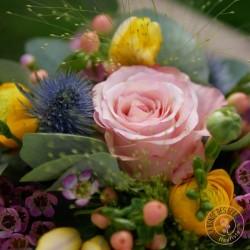 boite la ronde des fleurs garnie de fleurs pour mamie chérie