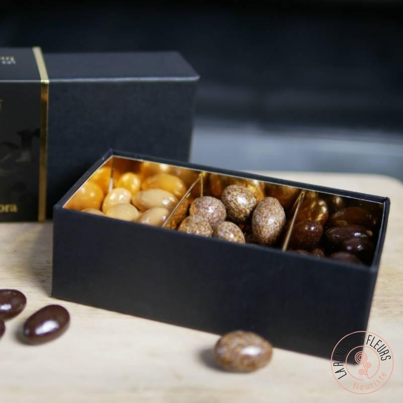 trio d'amandes enrobées de chocolat ou carmel pour accompagner vos fleurs