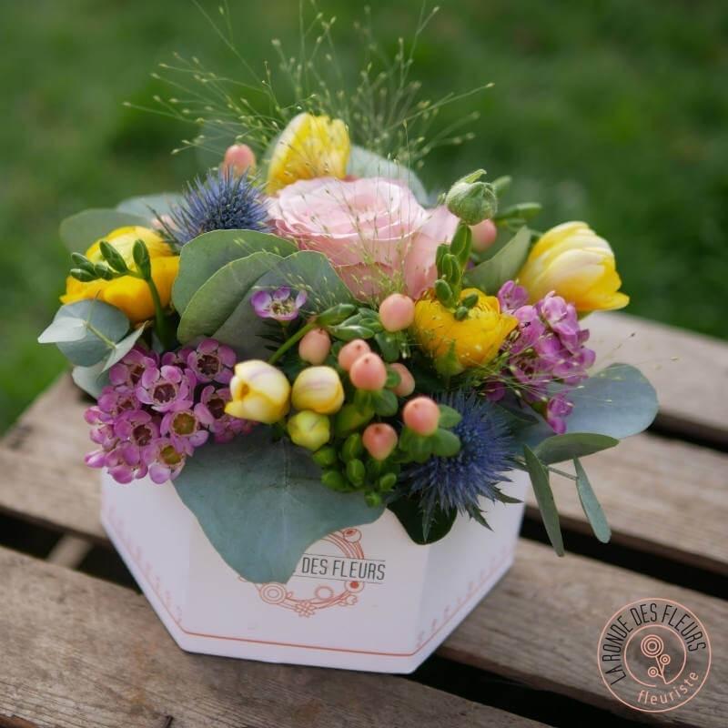 boite la ronde des fleurs garnie de fleurs de printemps