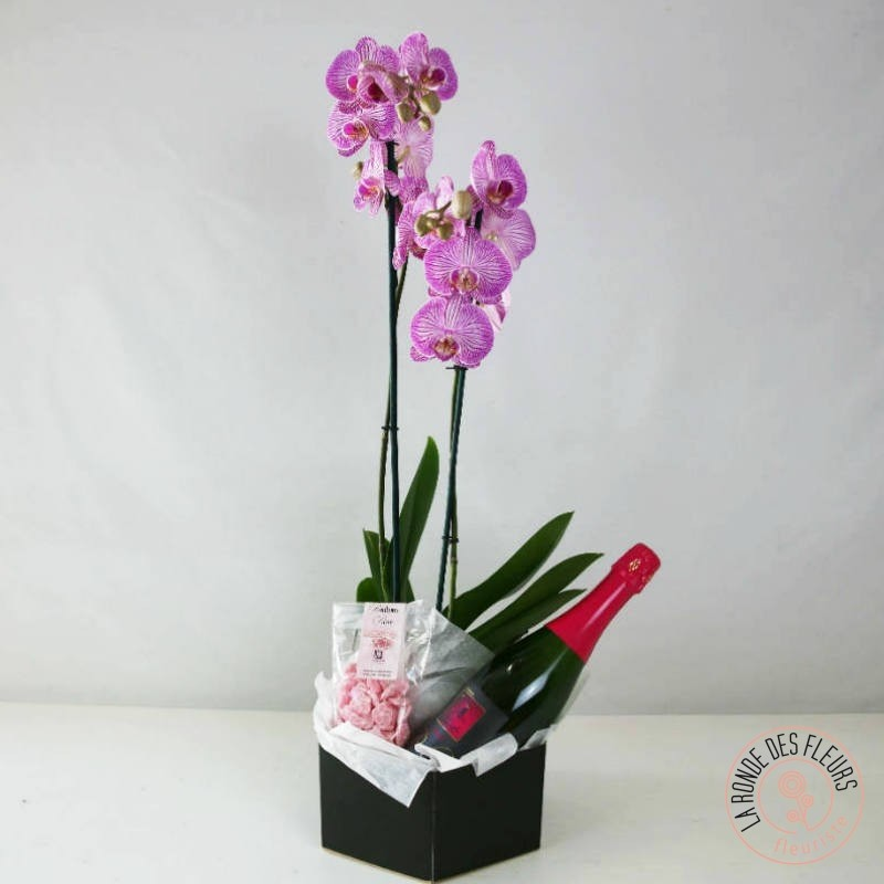 Orchidée rose avec sa bouteille de fines bulles petillantes  et des bonbons à la rose.La Ronde des Fleurs
